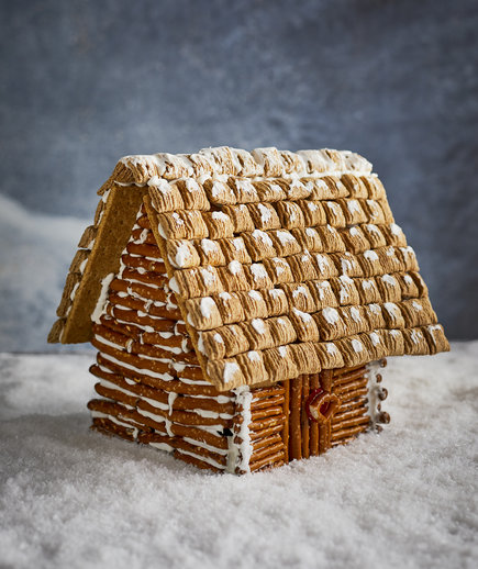 pretzel-gingerbread-log-cabin